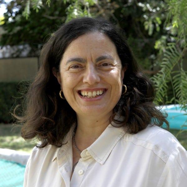 Dra. Fernanda Larião